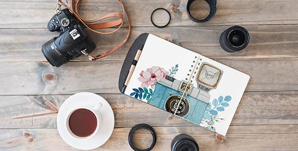فایل لایه باز موکاپ عناصر عکاسی روی میز
