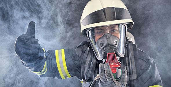 تصویر آتش نشان زن و ماسک