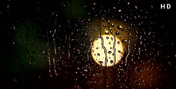 ویدیو قطرات باران روی شیشه