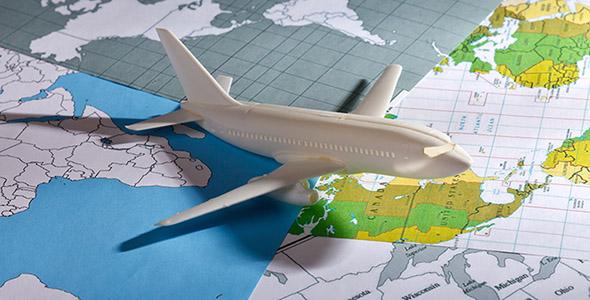 تصویر هواپیما با مفهوم پرواز در سراسر جهان