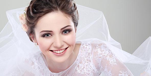 تصویر عروس جوان در لباس عروسی
