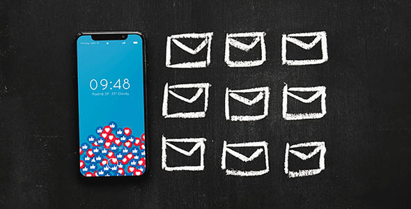 فایل لایه باز موکاپ موبایل با مفهوم ایمیل