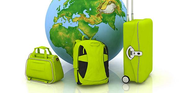 تصویر چمدان سفر با مفهوم جهانگردی