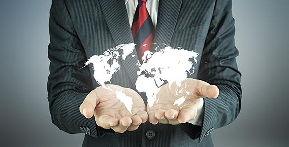 تصویر مرد تاجر با نقشه جهان