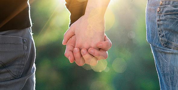 تصویر دست انسان با مفهوم عشق