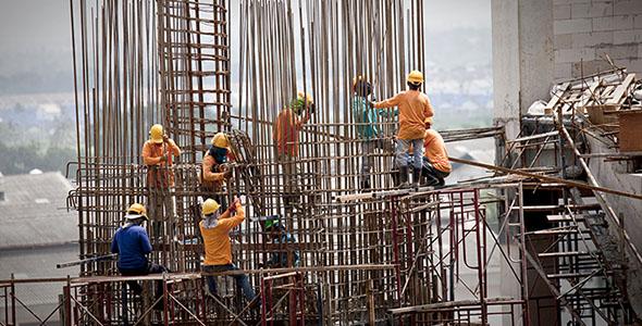 تصویر کارگران ساختمان در حال ساخت