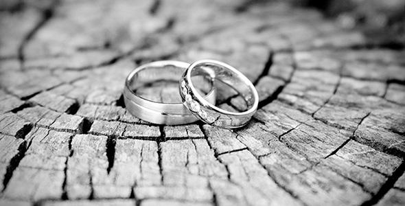 تصویر حلقه ازدواج سیاه و سفید