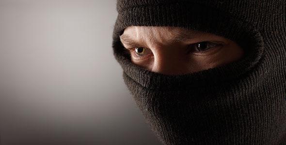 تصویر مرد جوان با ماسک