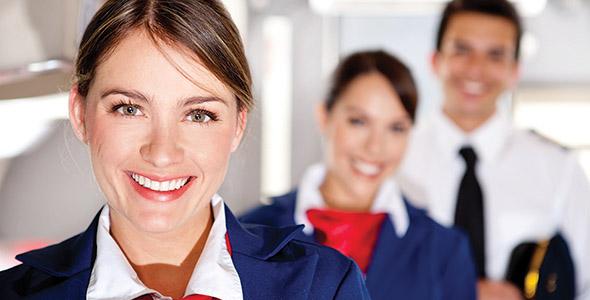 تصویر زن جوان و مهماندار هواپیما