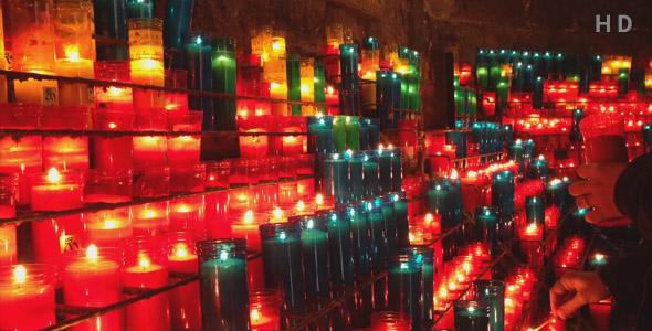ویدیو روشن کردن شمع در کلیسا