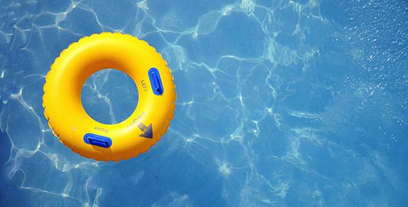 تصویر حلقه شنا بادی در استخر