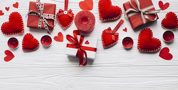 تصویر قلب قرمز و شمع با جعبه کادو