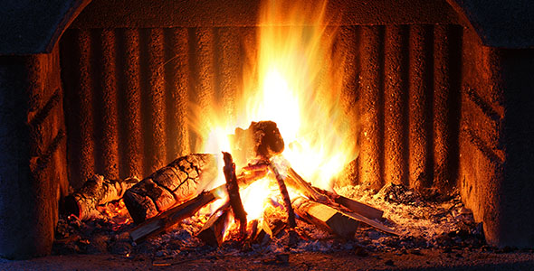 تصویر شعله آتش و شومینه در شب