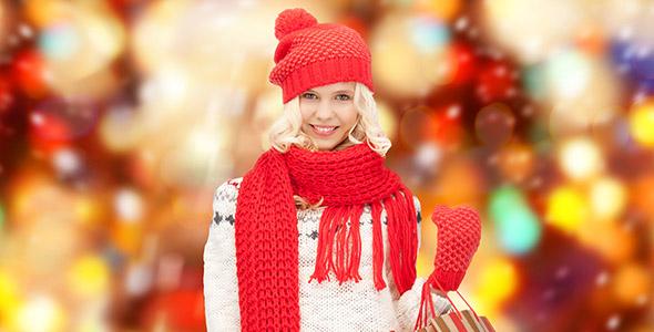 تصویر دختر جوان و فروش ویژه کریسمس