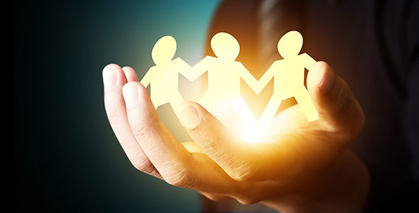 تصویر دست انسان با مفهوم امنیت خانواده