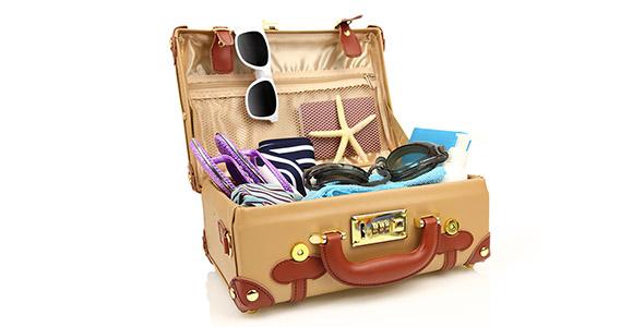 تصویر تجهیزات و چمدان سفر تابستانی