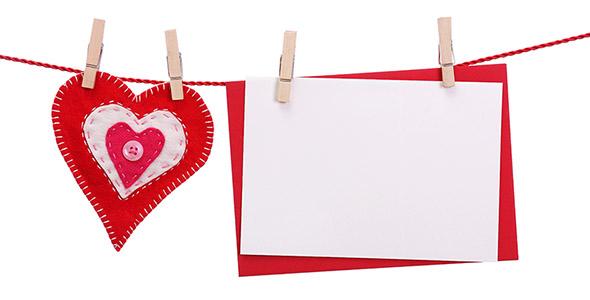 تصویر قلب قرمز با کارت پستال سفید