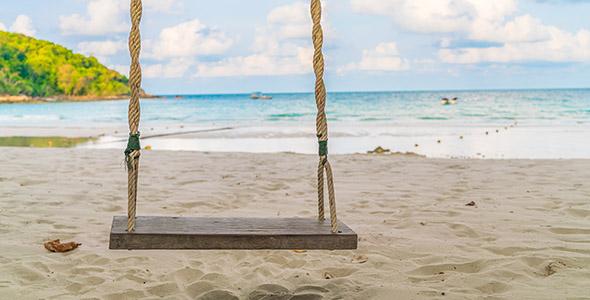 تصویر پس زمینه تاب و ساحل دریا
