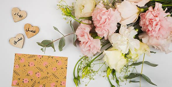 فایل لایه باز نمای بالا دسته گل و قلب چوبی