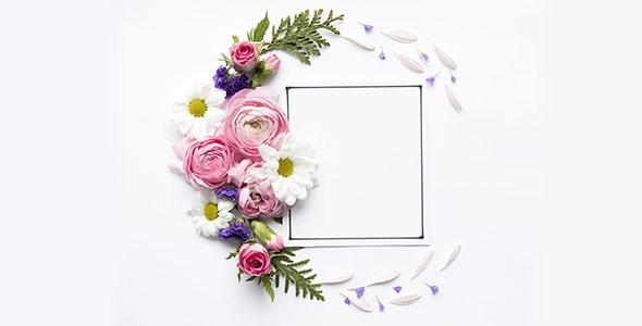 تصویر پس زمینه گل در کنار قاب