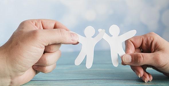 تصویر دست انسان با مفهوم دوستی