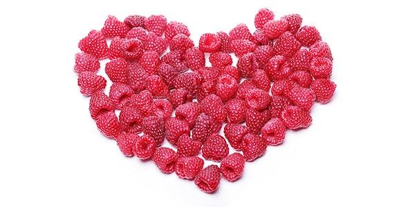 تصویر قلب قرمز ساخته شده با تمشک