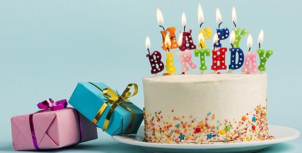 تصویر کیک با شمع تولد و کادو