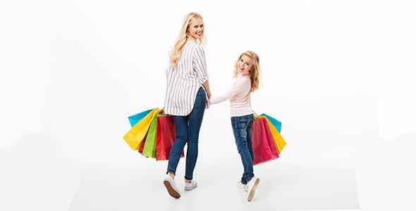 تصویر مادر و دختر در حال خرید کردن