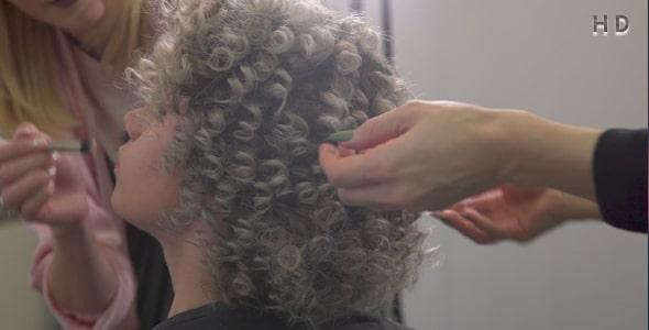 ویدیو اصلاح مو و آرایش در سالن زیبایی