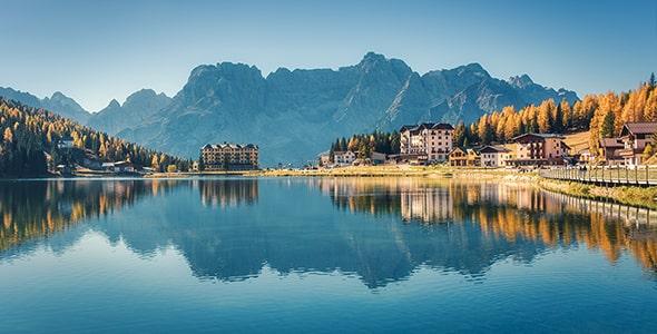 تصویر دریاچه میسورینا و کوه دولومیت ایتالیا