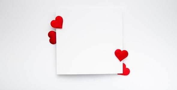 تصویر کاغذ سفید و قلب قرمز با مفهوم عشق