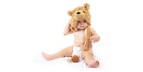 تصویر کودک با کلاه خرسی