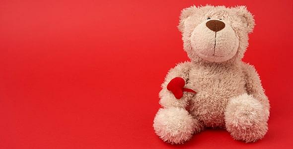 تصویر خرس قهوه ای ولنتاین با قلب قرمز