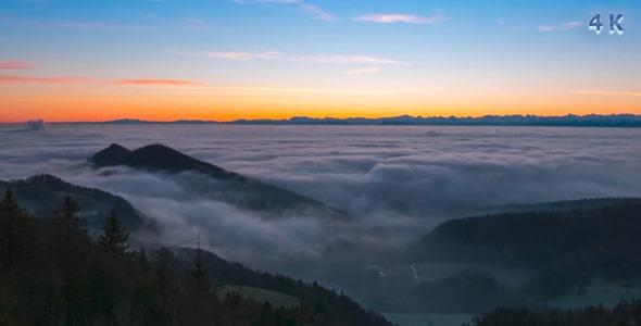 ویدیو حرکت مه و ابر در طبیعت طلوع آفتاب