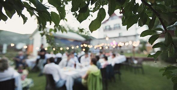 تصویر پس زمینه جشن عروسی در فضای باز