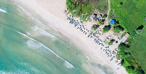 تصویر نمای بالا از ساحل گرمسیری دریا