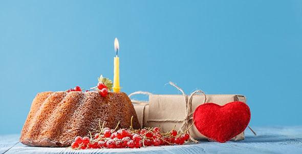 تصویر پس زمینه کیک تولد با شمع