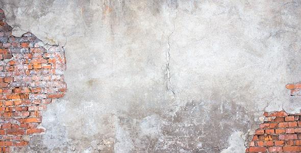 تصویر دیوار قدیمی خانه با آجر و گچ فرسوده