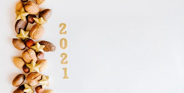 تصویر سال 2021 و آجیل کریسمس با رنگ طلایی
