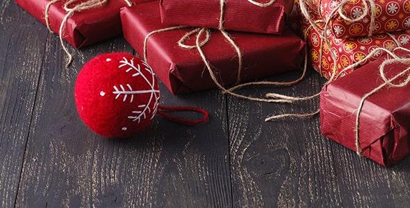 تصویر پس زمینه کادو و توپ کریسمس