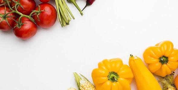 تصویر نمای بالا مجموعه سبزیجات قرمز و زرد