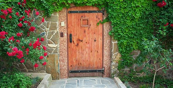 تصویر دیوار خانه ویلایی و درب چوبی