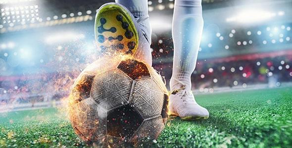 تصویر کلوزآپ پای فوتبالیست و شوت زدن
