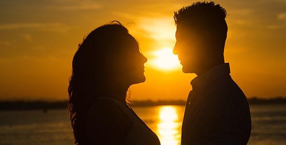 تصویر ضد نور زن و شوهر و غروب آفتاب