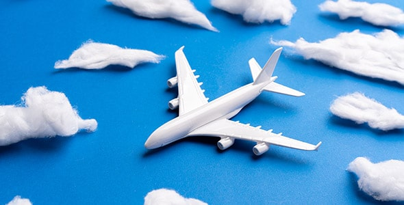 تصویر هواپیما با مفهوم مسافرت و گردشگری