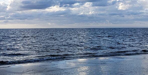 تصویر پس زمینه دریای بالتیک در روز ابری