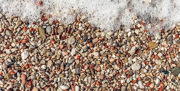 تصویر سنگ ریزه در ساحل دریای مدیترانه