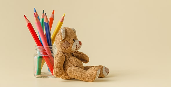 تصویر مداد رنگی با بطری شیشه ای و خرس