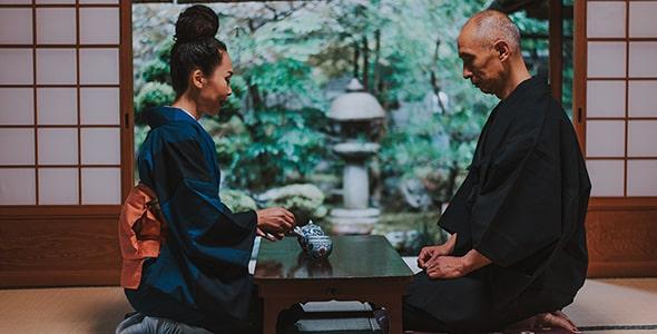 تصویر زن و شوهر ژاپنی در خانه سنتی
